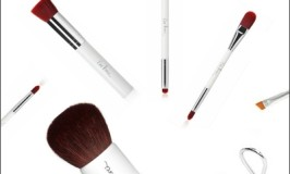 How To Correctly Clean Makeup Brushes